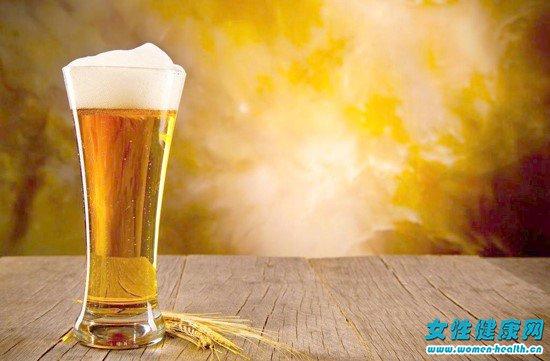 女人喝啤酒的7大好处图片