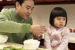毁掉孩子对吃饭的兴趣只要两步,你也许正在做