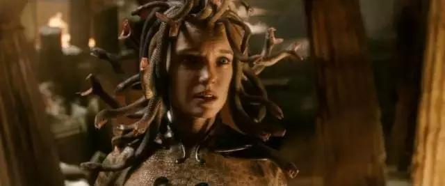 电影 正文  ▲ [诸神之战]里的蛇发美杜莎 所以,或许东方人知道妲己是