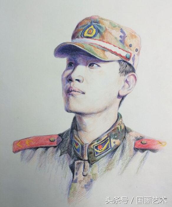 弃笔从戎入军营,手绘爱好者军人肖像绘画