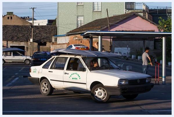 北仑一驾校现 遮阳神器 ,教练车也怕被晒黑图片