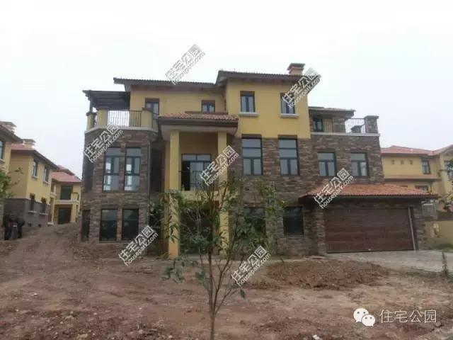 新买的别墅嫌太丑,农村土豪将它改造成这样,值吗