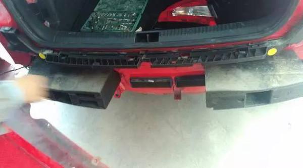 汽车防撞梁用什么材料 国产前后差距大的离谱高清图片