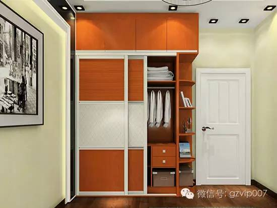 衣柜的枫木纹理色泽柔和明亮素雅
