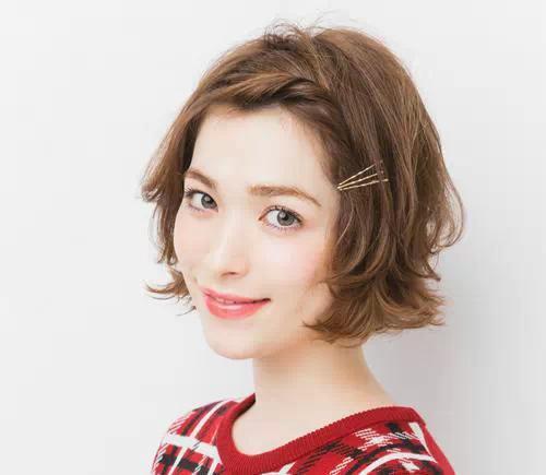 短发小女生扎什么发型最合适?