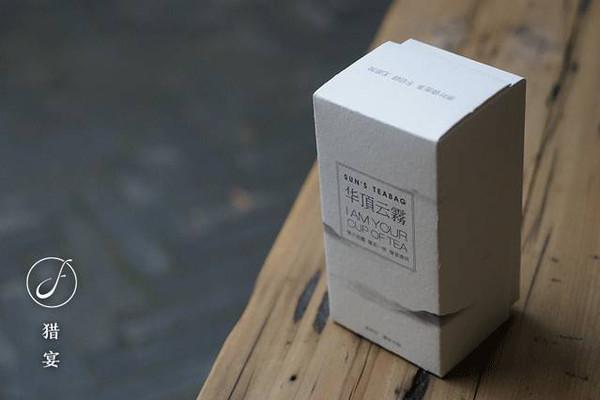3,包装是 进口的环保大地纸纸盒,设计师独家定制.