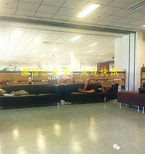 大连一高校图书馆视频多次手摸男生和胸寡妇漫威黑姿势裤裆图片