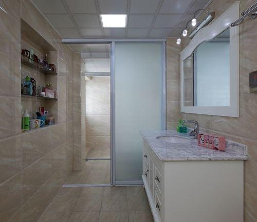 家庭小卫生间隔断_很多的家庭在设计卫生间隔断的时候,更加青睐于玻璃隔断门,因为卫生