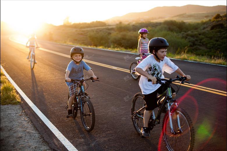 女孩被孩子线割喉,耳机学骑车应注意哪些?男生女生的火星金星与的图片