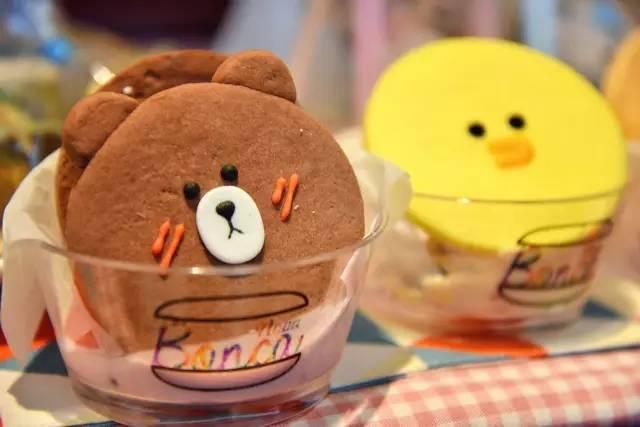她做的冰淇淋完全是少女心の艺术品,红遍ins吸长女生左右脸的痣图片