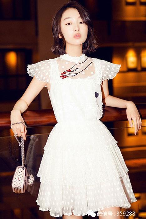 绣手掌t恤蕾丝半裙女套装