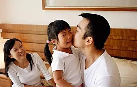 孩子闹情绪时,父母千万别踩这6个教育雷区!-搜狐母婴