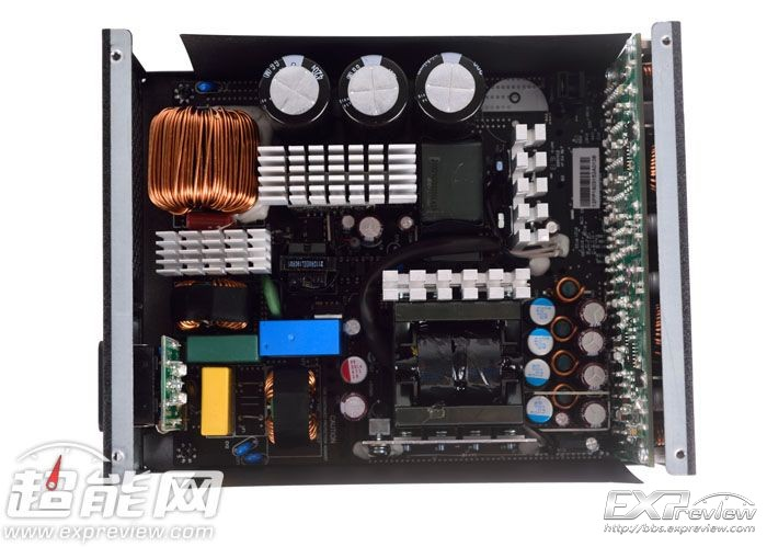 主变压器旁边是同步整流模块,一共使用了八颗mosfet. 3.