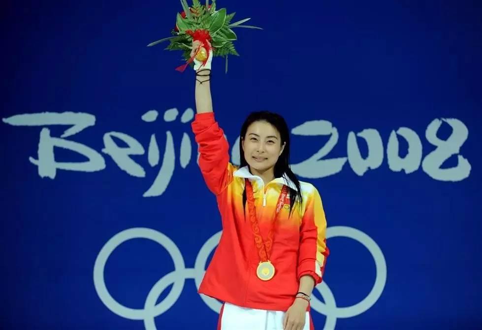 郭晶晶在北京奥运女子三米板跳水颁奖仪式上