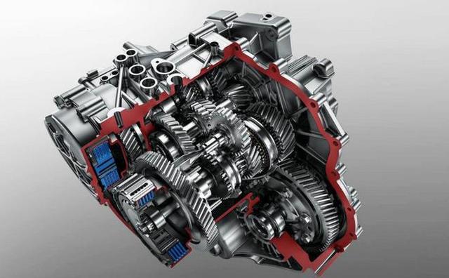 这样相当于两台手动变速器的组合,同时再通过集成电子和机械液压系统