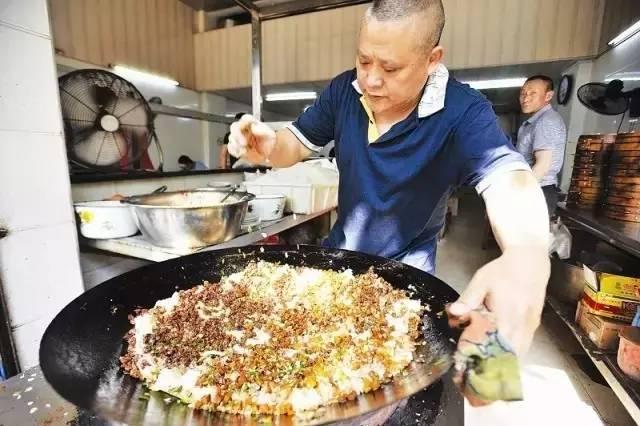 地位仅次于热干面,武汉这几家豆皮,排队也要吃一次