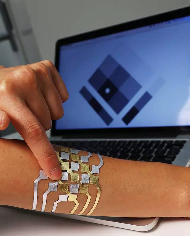 微软做了个金箔纹身,能控制手机,可感知情绪