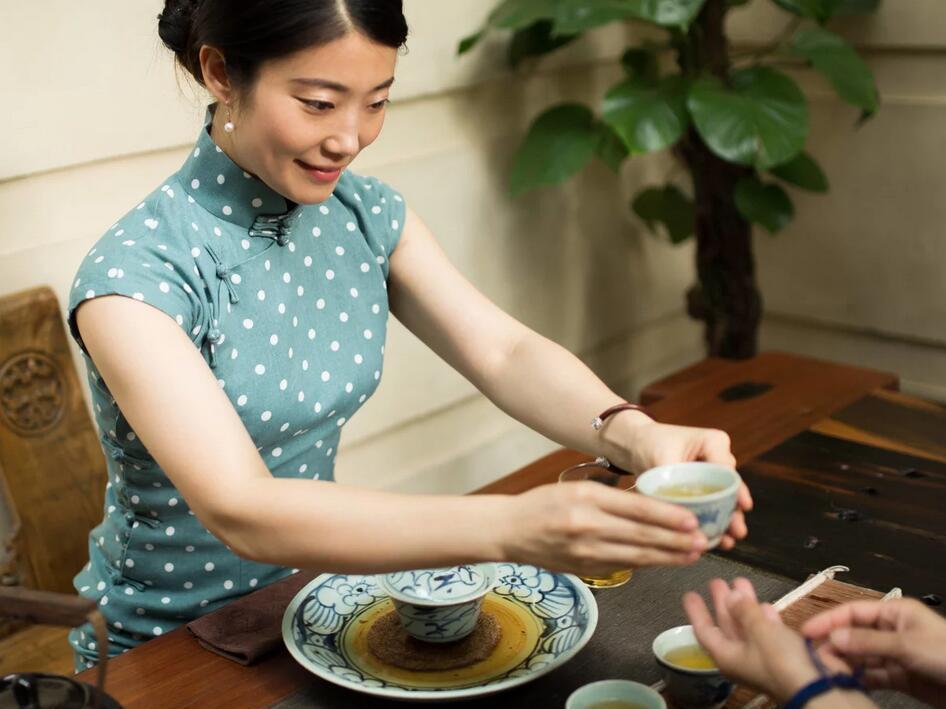 旗袍手绘喝茶图片