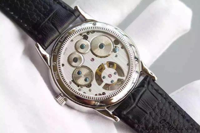 成熟,表盘上的高音谱号实在是俏皮可爱,增强了腕表的文化内涵.
