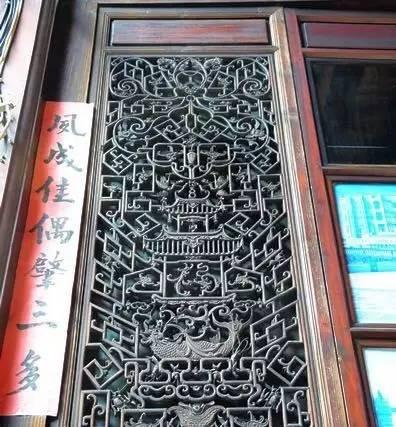 △精美绝伦的嵌壁木雕窗棂