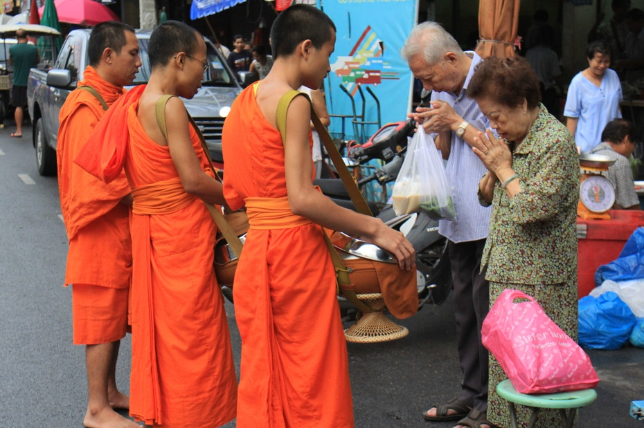 泰国行:实拍清迈之和尚化缘