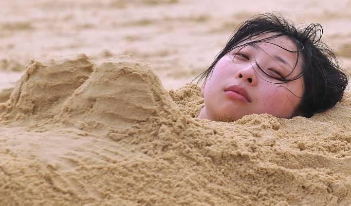 梦见小孩洗澡被沙子埋了吗