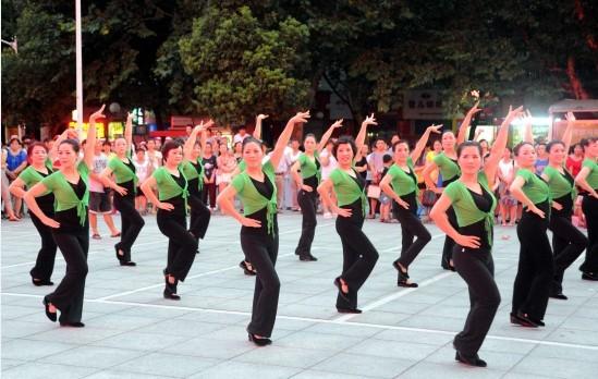 场舞_吉林市广场舞文化成为城市风景