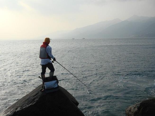 海钓矶钓礁石区两种实战钓法技巧