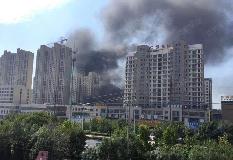 突发!东营宝龙广场附近发生火灾!
