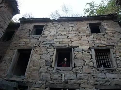 焦作沁阳藏着一个鬼村每走一步都要小心翼翼物理高三视频教学图片