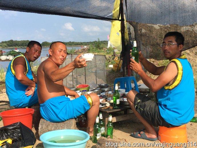 实拍:八岔岛赫哲族渔民也会耍酷(图)