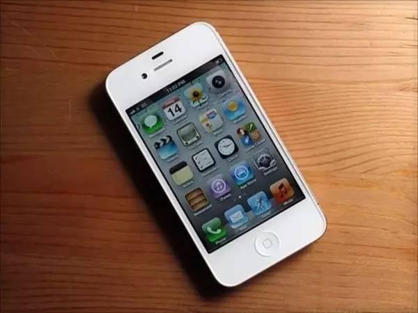苹果4s-武汉一女孩用了几年手机后,发现一个惊天事实图片