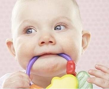 孩子吃手是缺什么