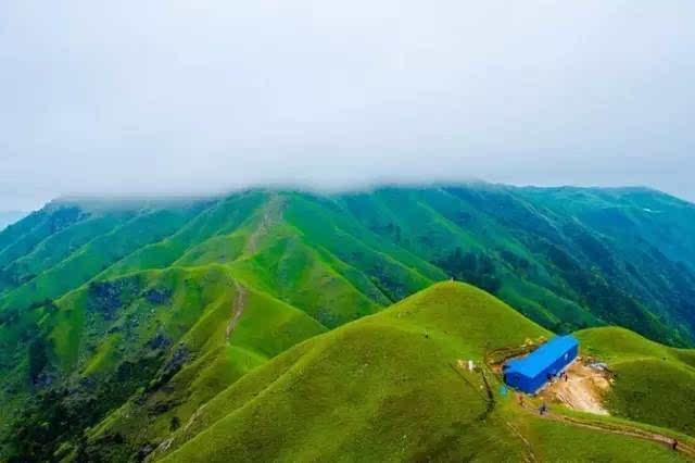 它承包了同纬度最壮阔的高山草甸和日出云海,九月中即将开启燃到爆的星空音乐节