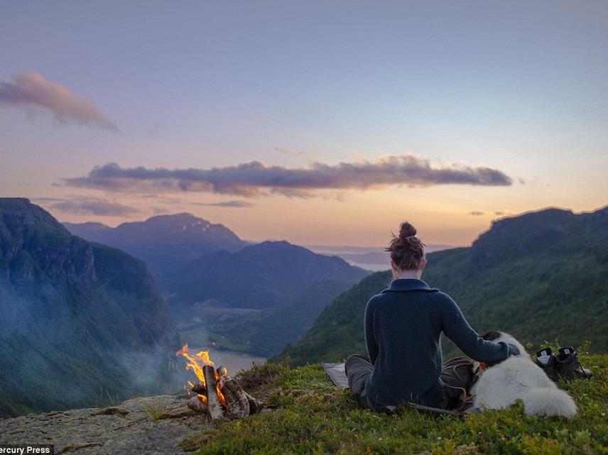 他带着一只高冷的哈士奇,睡遍了整个挪威