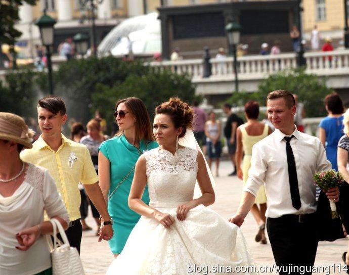 实拍:克里姆林宫外的俄罗斯美女(图)
