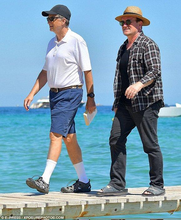 比尔·盖茨和Bono出行演绎最潮流穿搭:白袜配凉鞋的照片 - 3