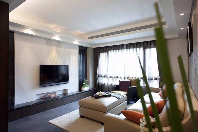 用大理石做的电视墙,在质感方面现代大方,简洁又美观,是现代家庭装修