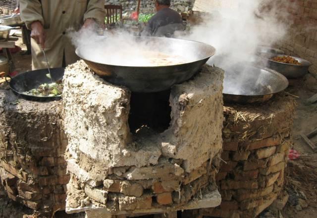 灶台在农村也称土灶,是农村家家户户必砌的,通常都烧柴,秸秆,引火的图片