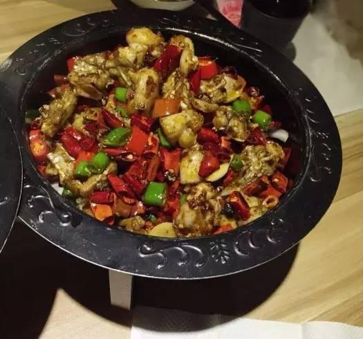 寻找广州川菜馆中的干锅田鸡鲜与辣的邂逅味觉上的享受!