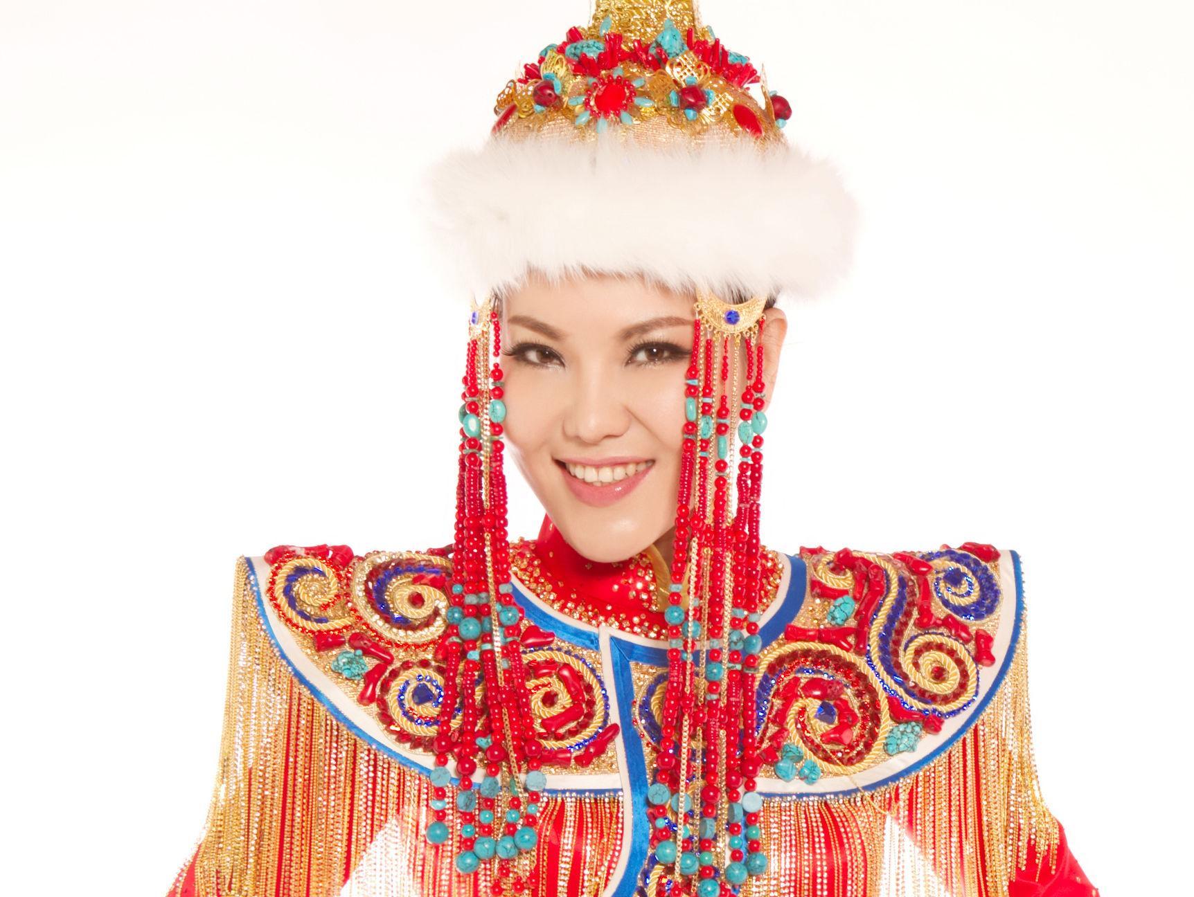 2016年6月5日乌兰图雅北京演唱会圆满落幕,拉开了乌兰图雅《站在草原望北京》花开四季演唱会全国巡演的序幕。透露,据官方消息:乌兰图雅花开四季专场演唱会将于9月至11月连唱十场,同时从乌兰图雅朋友圈曝光了一批助演嘉宾和照片,他们分别是: