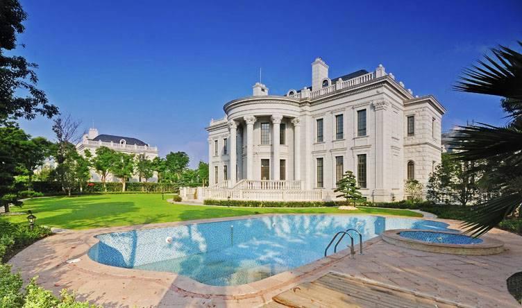 东郊板块社区内的奢华别墅区,高墙清水平台,绿树成荫,西侧是汤臣大院说明v板块别墅别墅图片