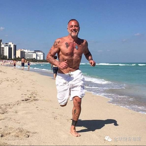 意大利超级富豪纯爷们儿 吉安卢卡(Gianluca Vacchi),男人练成这样,到90岁也有姑娘想睡你! 5