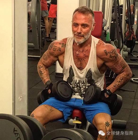 意大利超级富豪纯爷们儿 吉安卢卡(Gianluca Vacchi),男人练成这样,到90岁也有姑娘想睡你! 16