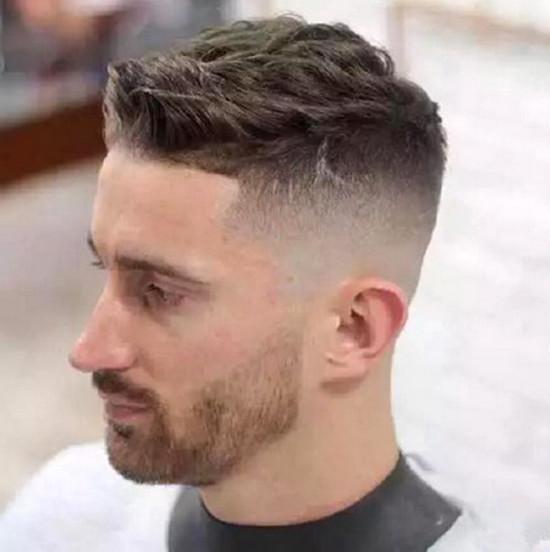 crwecut 这款其实也属于背头发型系列的一种,比较够范儿! undercut图片