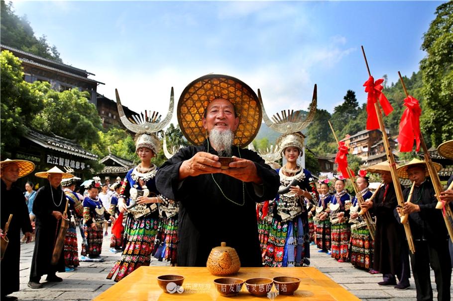 转眼秋天,带你去西江看最美的千户苗寨
