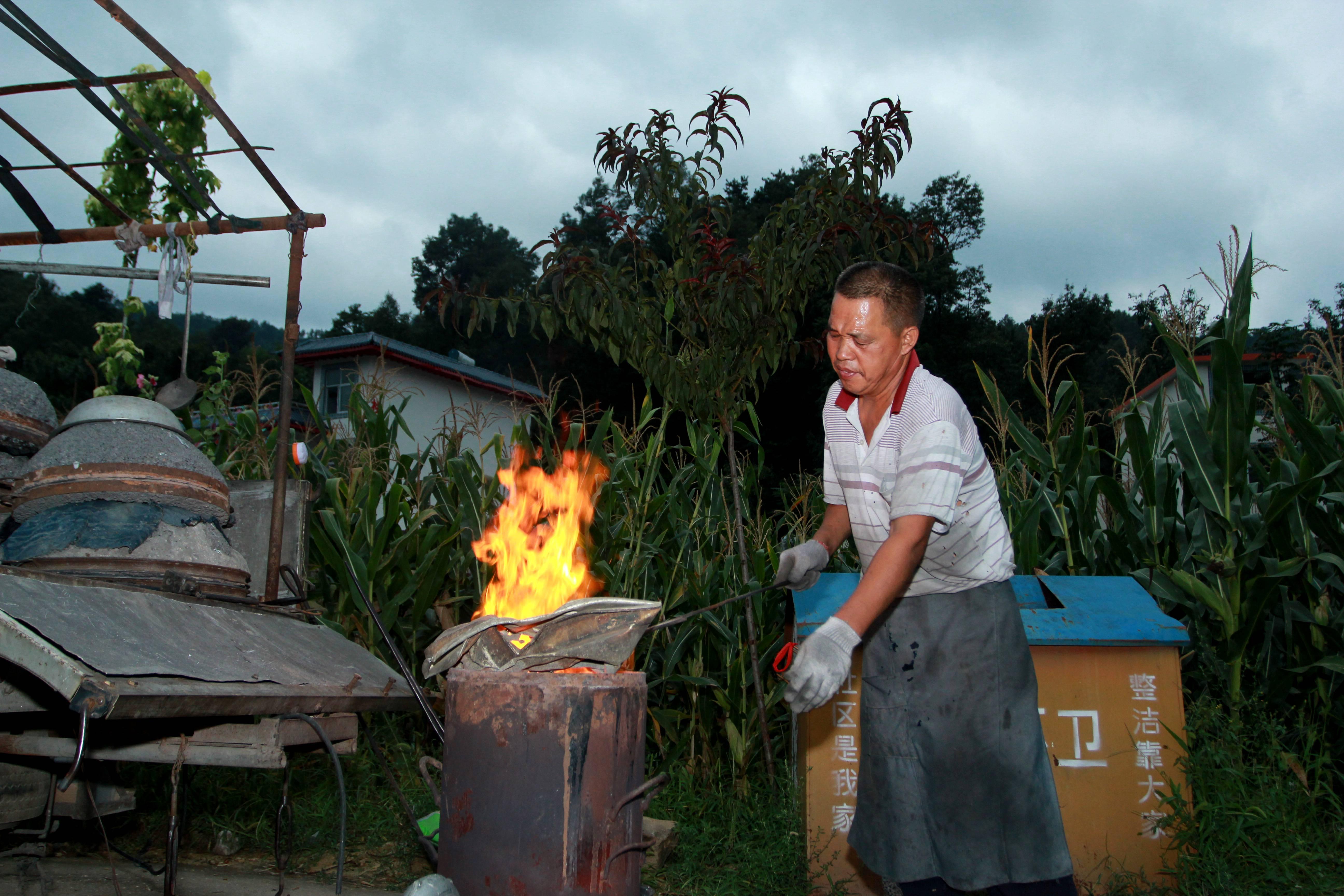 即将消失的民间老手艺:倒铝锅