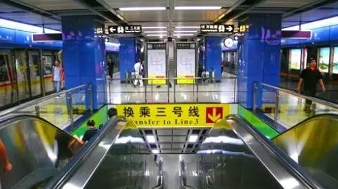 都会在火车站或飞机场办理一张羊城通