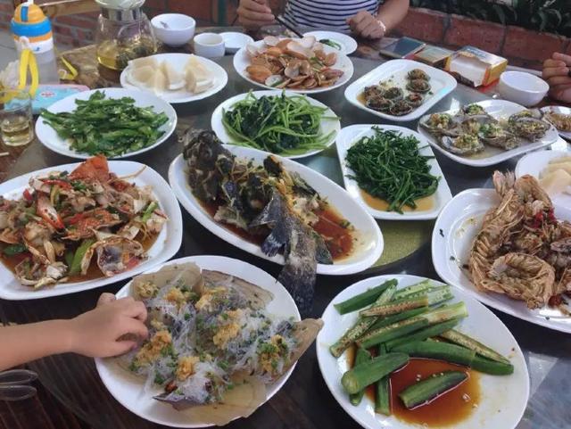 超超和她老公请我们去吃的海鲜大餐~火车头海鲜,是新开的地方,海鲜