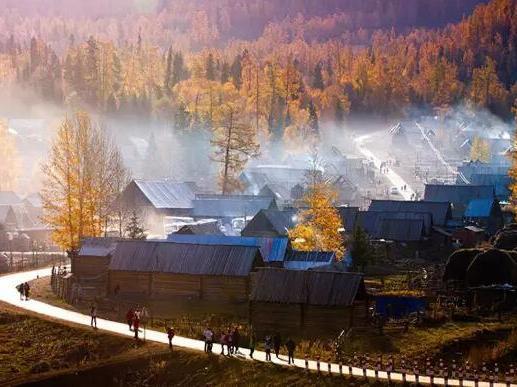 这个国境线上最原始的小村落,藏着北疆最美的秋色